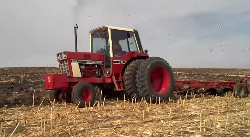 1086 Ih Plowing : Speed plowing with a ih and melroe ″ plow