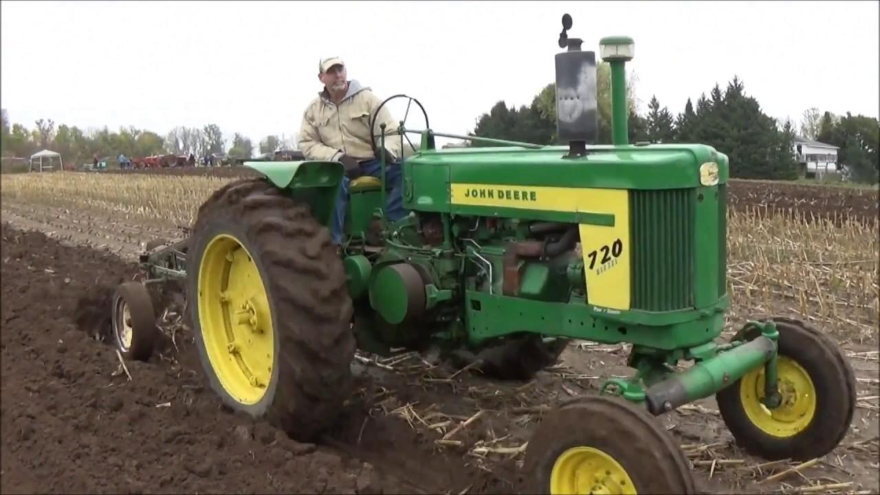 Antique John Deere Show Tractors : Antique tractor plow day the john deere plowing along