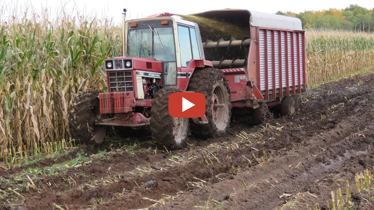 1086 Ih Blac And White : International tractor with front wheel assist